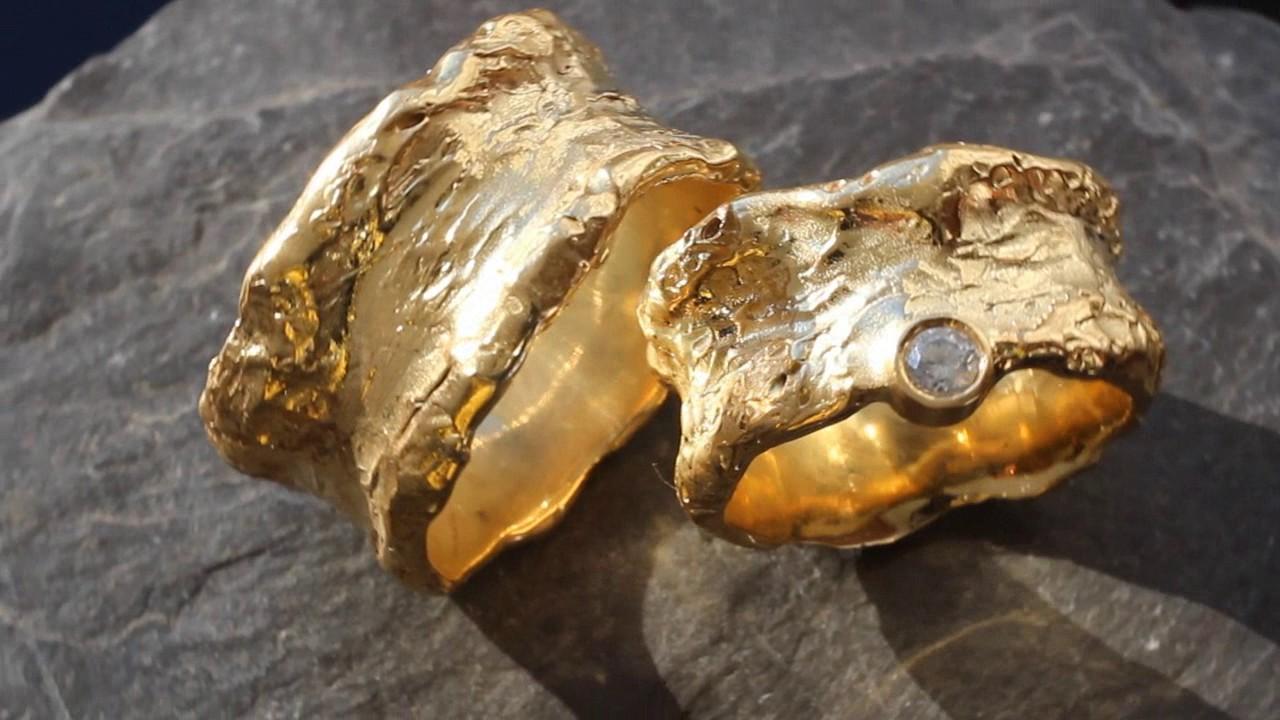 Ausgefallene Hochzeitsringe Aus Gelbgold Mit Diamant Gehammert Youtube