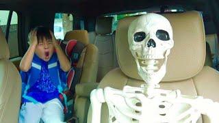 パパとママが!! ホネホネ ガイコツ?? スケルトン おゆうぎ こうくんねみちゃん Mom and Dad became Skeletons thumbnail
