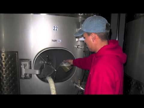 Wine Tank and Cask Cleaning with Green Chemistry