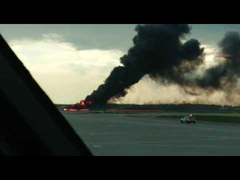 В Аэропорту Шереметьево загорелся самолет. Есть погибшие и пострадавшие.