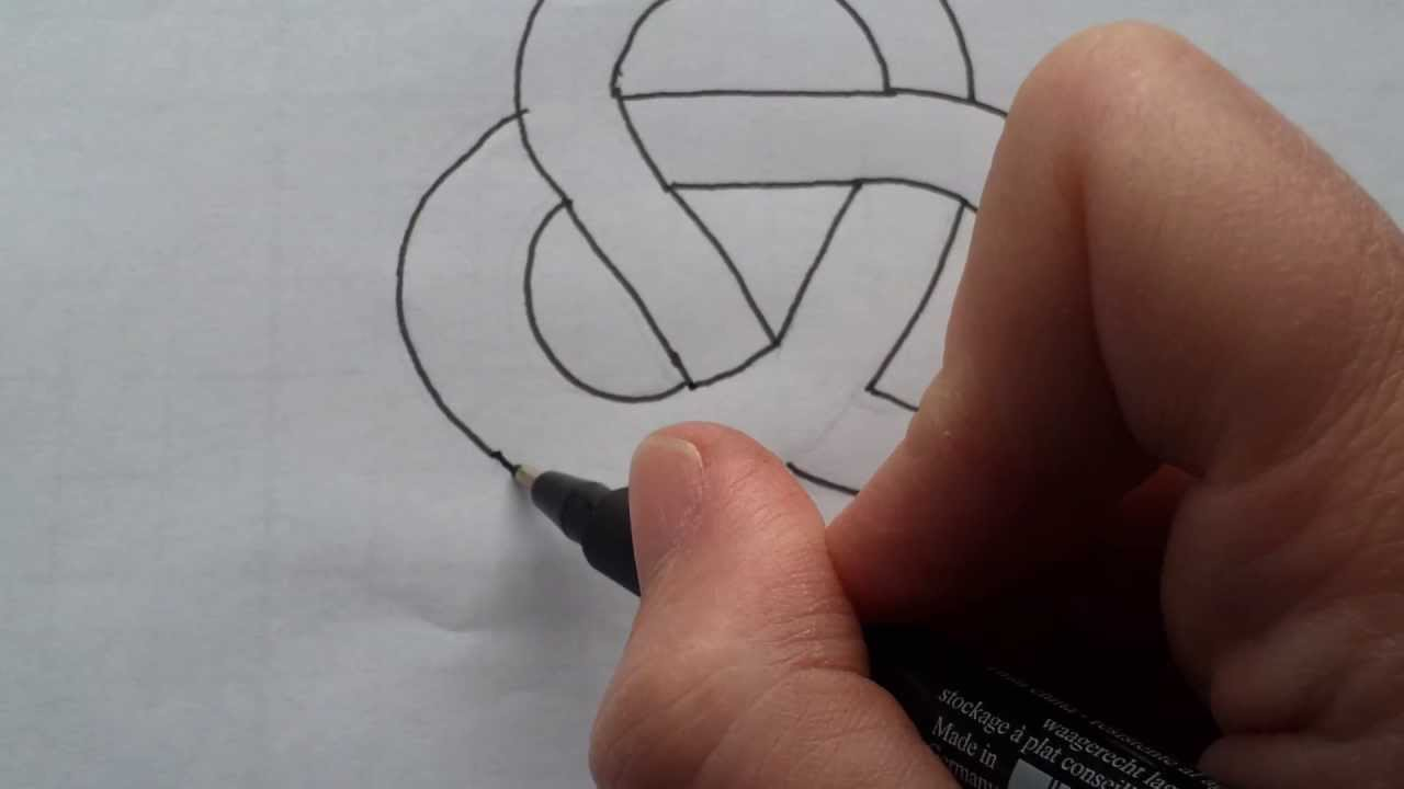 Calligraphy - How to draw a simple Celtic Knot