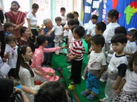 KT's pre-school class at Bambino in Jakarta, 2004.avi