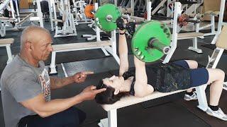 Таня. Тренировка рук для девушек в тренажерном зале