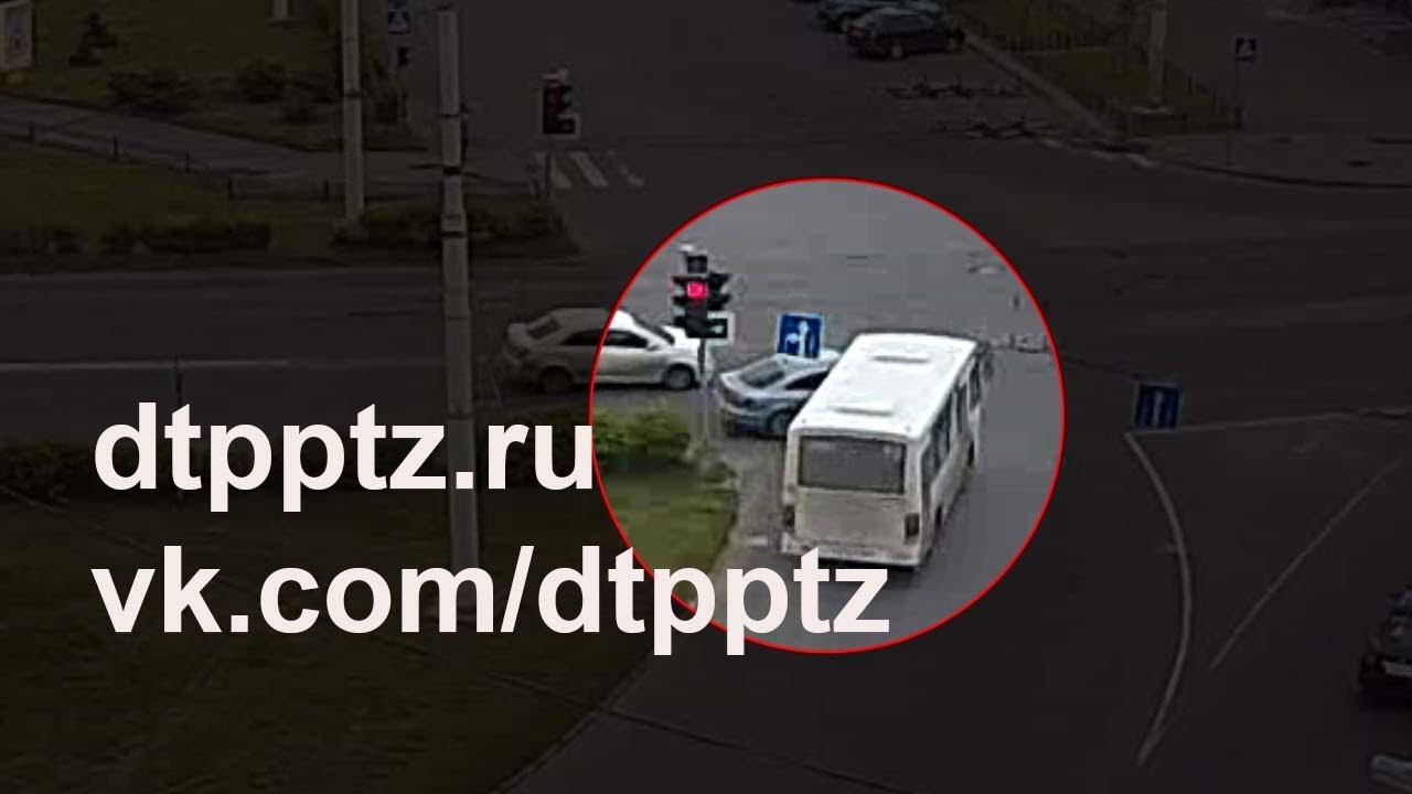 Маршрутный автобус протаранил Фольксваген Пассат