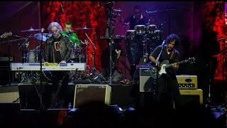 Rock and Roll Hall of Famers, Daryl Hall & John Oates, are partneri...