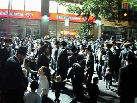 boro park & crown heights jews dancing on succos on 13 Ave & 48 st live music
