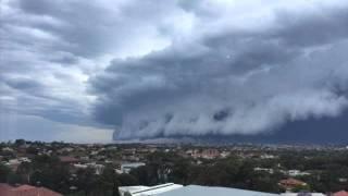 Waoww,,,,Australia Dihebohkan Awan Berbentuk Tsunami!