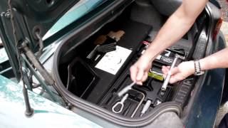 how to access and remove the spare tire in a bmw z3