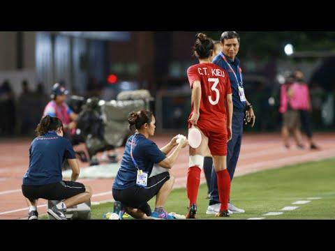 Cảm động rơi nước mắt khi nhìn cầu thủ nữ Chương Thị Kiều thi đấu đầy quả cảm trước Thái Lan