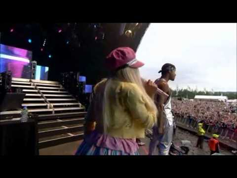 Nicki Minaj - Pound the Alarm (T in the Park 2012)