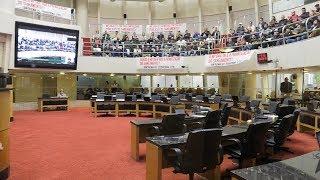 Trabalhadores protestam na Assembleia Legislativa contra a MP do saneamento
