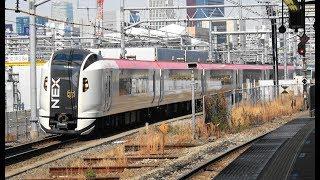 品川駅を通過するE259系特急「マリンエクスプレス踊り子79号」と送込回送
