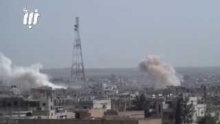 لحظة قصف درعا البلد و مخيم درعا  برميلين متفجرين من قبل الطيران المروحي 8-4-2015