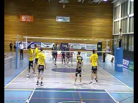 Ugljesa Ilic (Opposite - Yellow Jersey) Chenois Geneve Volleyball I - VOLLEY NÄFELS I 0:3