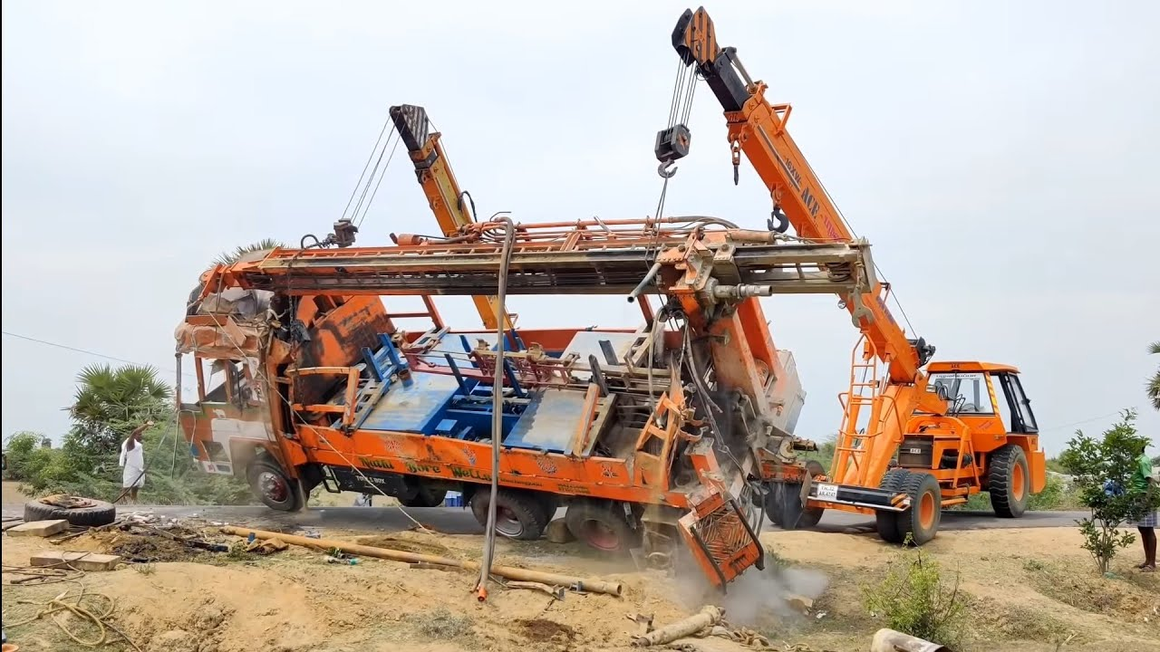 Borewell truck accident and rescue by cranes | Come to Village