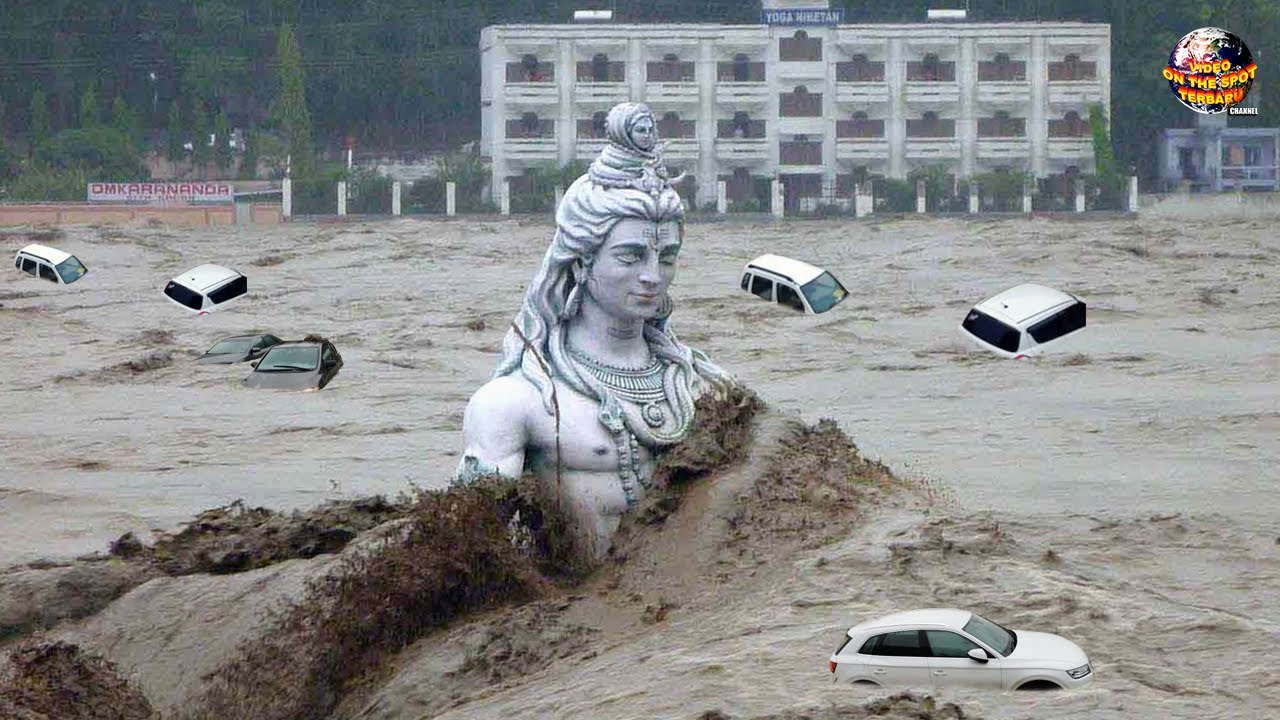 Detik² Patung Raksasa Hanyut Diterjang Banjir Beserta Lumpur Dahsyat!! Fenomena Alam Terbaru 2020