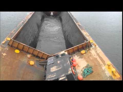 Self un-loading hopper barge
