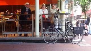 Hay hết hồn nghệ sỹ đường phố chơi nhạc ở Harbug-Hamburg . Phần 1.