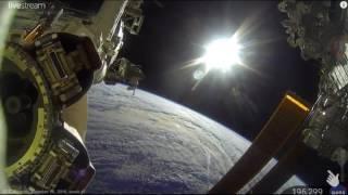 Bumi dari luar angkasa asli live