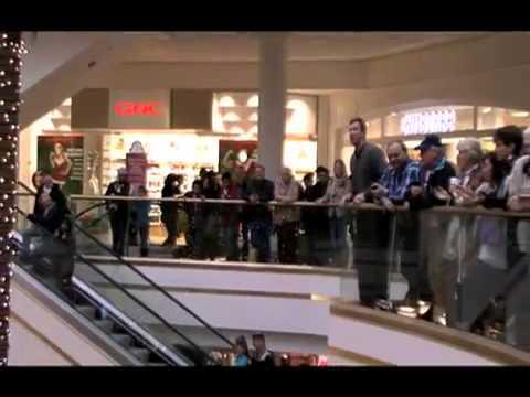 Christmas flash mob at mall4 youtube sciox Choice Image