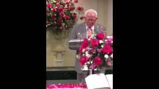 Mục sư Văn Đài cầu nguyện khai lễ thờ phượng Chúa ngày Chúa Nhật 20-08-15