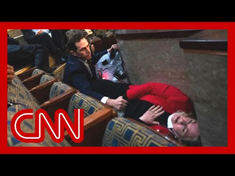Lawmaker describes moment captured in dramatic photo