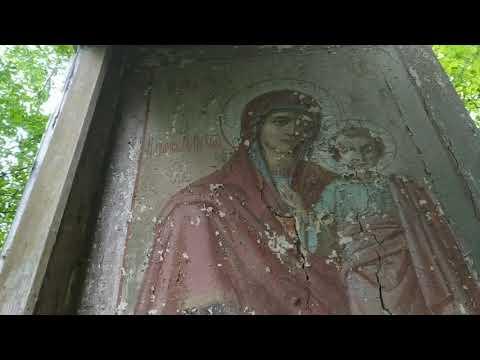 Заброшенная церковь в деревне Гусева