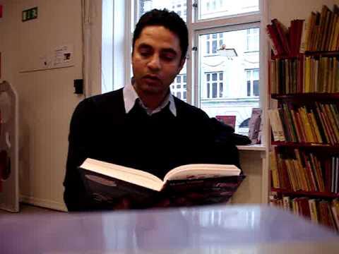 Manu Sareen læser op af bogen Iqbal Farooq og julesvineriet