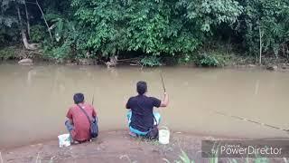 Mancing ikan malah ular yang datang