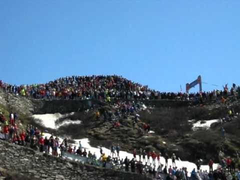 Giro d 39 italia 2011 ripresa dell 39 elicottero con indiani sul colle delle finestre by biadar - Rivestire i davanzali delle finestre ...