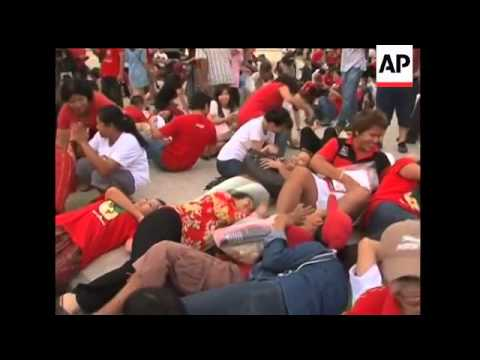Several hundred Red Shirt protesters defied a state of emergency in Bangkok to stage a symbolic anti