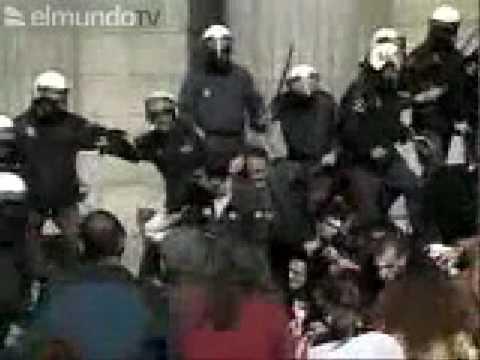 Carga policial frente al congreso