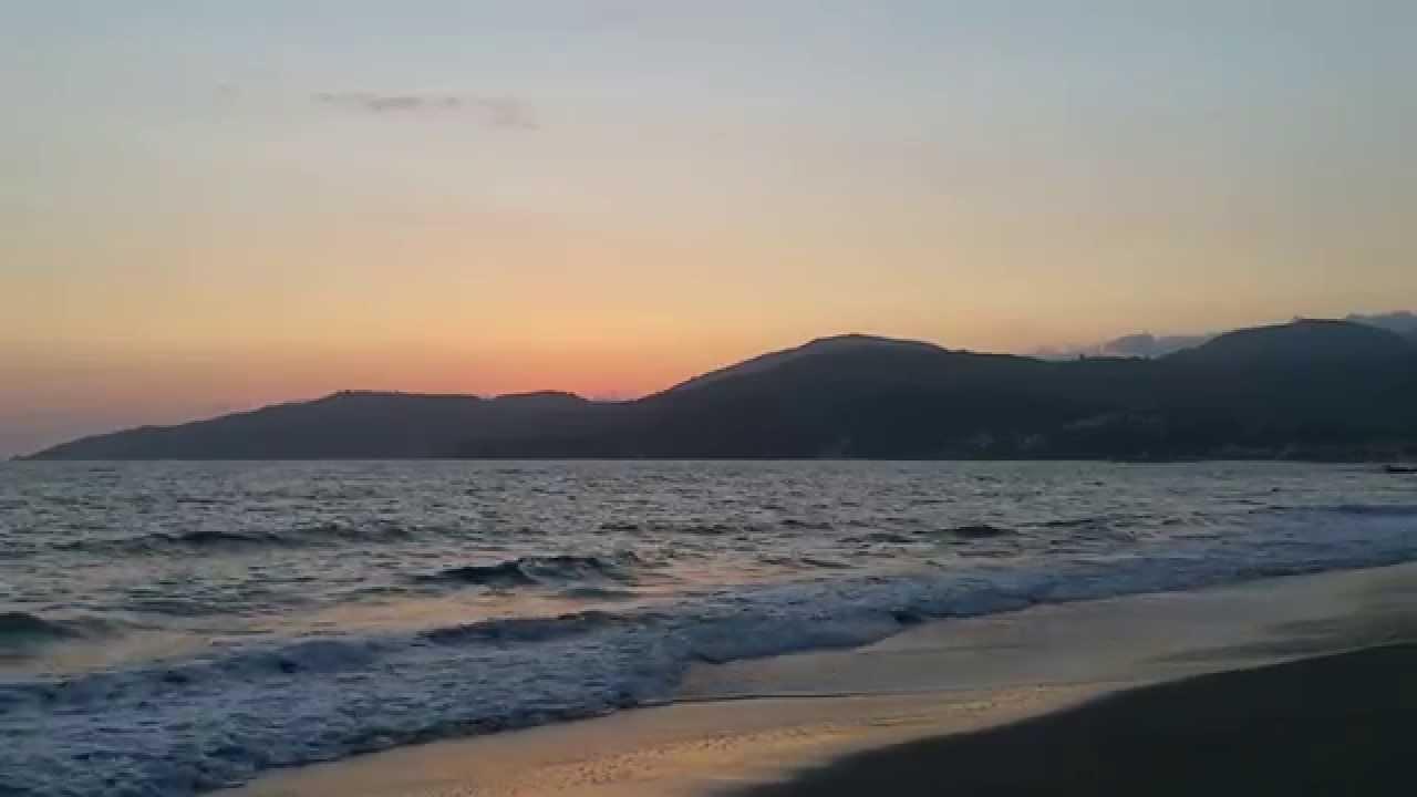 Onde del mare al tramonto   YouTube