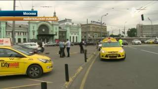 В Москве таксисты подрались из-за клиента дорогого ресторана(, 2016-09-20T09:30:49.000Z)
