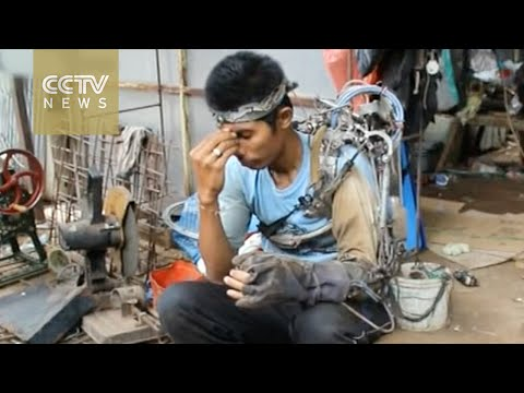 Indonesian man creates a 'robotic arm' from scrap metal