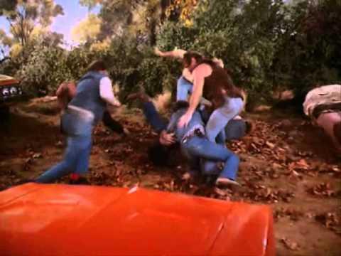 The Dukes Of Hazzard - S02E19 Scene 4