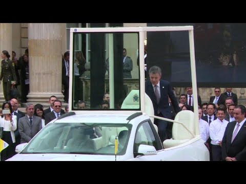 Colombia: Santos presents popemobile ahead of Pope's visit