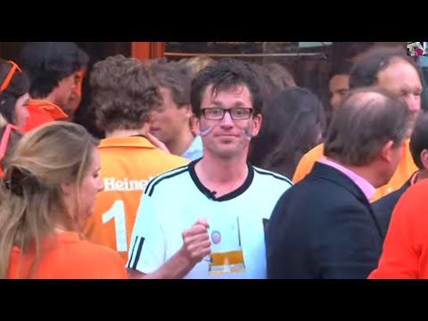 Tom kijkt Ned. elftal in Duitsland shirt
