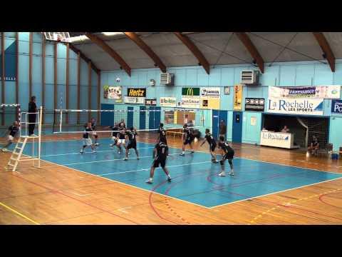 Attaque en croix au poste 3 - COC Volley-ball