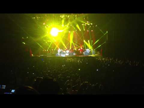 Paramore Live In Kuala Lumpur 2013 (Misery Business + Fan singing)