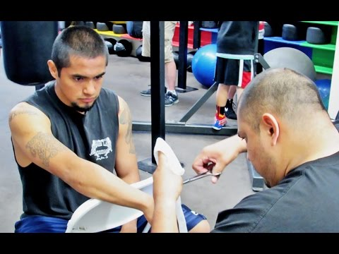 "MOISES ""El Halcon"" BENITEZ preparing for his fight against Khrys Daniel!"
