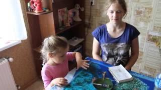 Ева и Мира рисуют хной временное тату / Yeva and Mira draw henna temporary tattoo(Когда хочешь творить, то место и время не имеют значения. Можно рисовать на бумаге, можно на асфальте, можно..., 2016-08-18T17:29:51.000Z)
