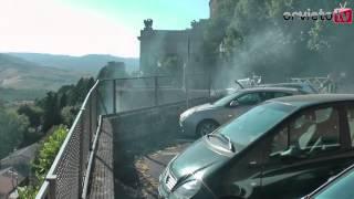 Orvieto. Incendio veicolo a Piazza Cacciatori del Tevere. Zona Porta Romana