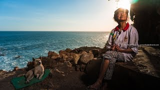 Photographing Mbah Ijem, the Cavewoman   Motret Mbah Ijem, penghuni Goa Langse