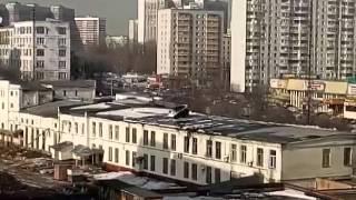 Дворники чистят крышу здания трактором)(Москва, Черемушкинский район 11,03,2016., 2016-03-11T11:08:35.000Z)