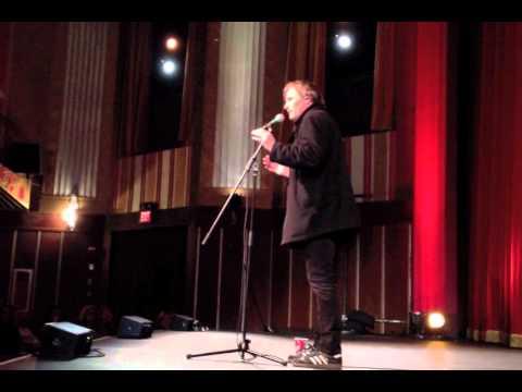 Viggo Mortensen sings