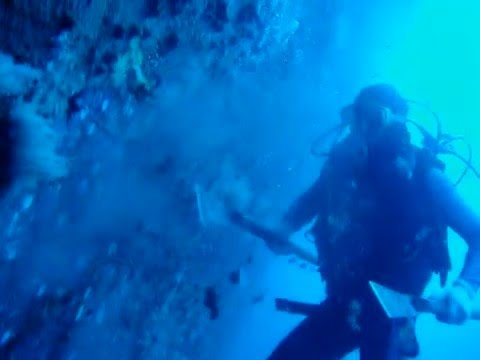 UNDERWATER SERVICES PANAMA-HULL CLEANING.wmv