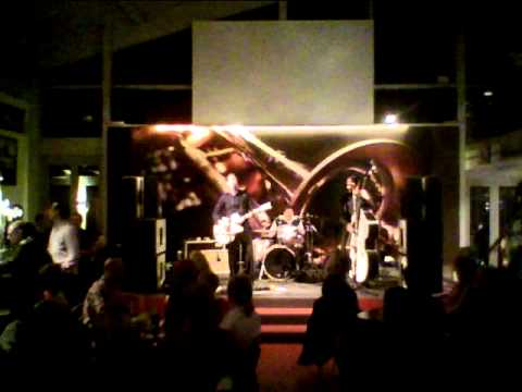 """ATOMIC ROCKETEERS live 2012  """" In Zaire """"  Johnny Wakelin Cover ( Muhamed Ali fight )"""