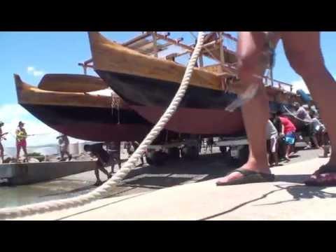 Voyaging canoe Hawaiiloa goes back into the ocean