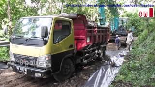 Dump Truck Mitsubishi Fuso Canter Dumping Dirt